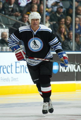TORONTO, ON - NOVEMBER 11:  Mark Messier skates for the Expansion Legends team during the Legends Classic Game on November 11, 2007 at the Air Canada Centre in Toronto, Ontario, Canada.  (Photo by Bruce Bennett/Getty Images)