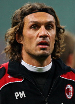 MILAN, ITALY - JANUARY 28: AC Milandefender Paolo Maldini warms up prior AC Milan v Genoa CFC held at San Siro Stadium on January 28, 2009 in Milan, Italy. (Photo by Vittorio Zunino Celotto/Getty Images)