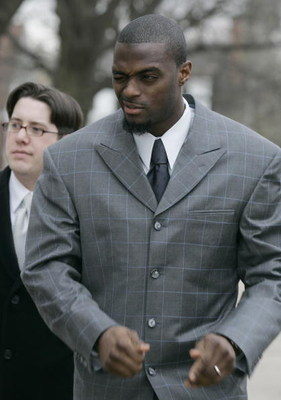 LEBANON - JANUARY 14: New York Giants wide receiver Plaxico Burress winks at a supporter as he arrives at the Lebanon County Courthouse January 14, 2009 in Lebanon, Pa.  Burress is scheduled to appear in a civil trial in a dispute with an automobile deale