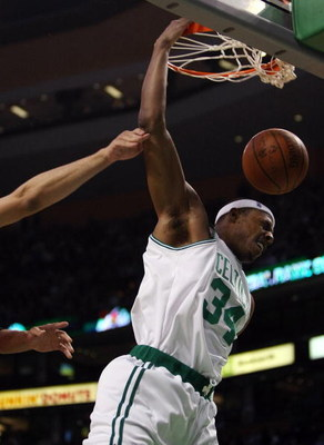 BOSTON - JANUARY 14:  Paul Pierce #34 of the Boston Celtics dunks the ball in the first half against the New Jersey Nets at TD Banknorth Garden January 14, 2009 in Boston, Massachusetts.  NOTE TO USER: User expressly acknowledges and agrees that, by downl