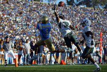 PASADENA, CA - NOVEMBER 24:  Jairus Byrd #32 of the Oregon Ducks intercepts a pass intended for Brandon Breazell #1 of the UCLA Bruins in the fourth quarter at the Rose Bowl November 24, 2007 in Pasadena, California.  (Photo by Jeff Gross/Getty Images)