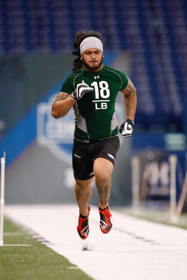 INDIANAPOLIS, IN - FEBRUARY 23:  Linebacker Rey Maualuga of USC runs the 40 yard dash during the NFL Scouting Combine presented by Under Armour at Lucas Oil Stadium on February 23, 2009 in Indianapolis, Indiana. (Photo by Scott Boehm/Getty Images)