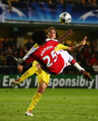 VILLARREAL, SPAIN - APRIL 07:  Emmanuel Adebayor of Arsenal scores his team's first goal during the UEFA Champions League quarter-final first leg match between Villarreal and Arsenal at the Madrigal Stadium on April 7, 2009 in Villarreal, Spain.  (Photo b