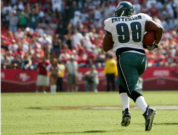 SAN FRANCISCO - SEPTEMBER 24:  Mike Patterson #98 of the Philadelphia Eagles returns a fumble for a 98 yard touchdown against the San Francisco 49ers during an NFL game at Monster Park on September 24, 2006 in San Francisco, California.  (Photo by Jed Jac