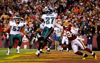 LANDOVER, MD - DECEMBER 21:  Quintin Mikell #27 of the Philadelphia Eagles breaks up a touchdown reception intended for Santana Moss #89 of the Washington Redskins during the game on December 21, 2008 at FedEx Field in Landover, Maryland.  (Photo by Kevin