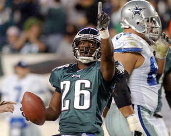 Philadelphia Eagles cornerback Lito Sheppard celebrates a second-quarter interception against the Dallas Cowboys November 14, 2005 at Lincoln Financial Field in Philadelphia.  (Photo by Al Messerschmidt/Getty Images)