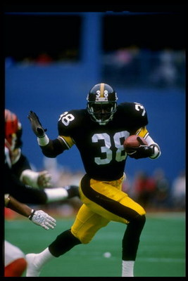 8 Oct 1989:  Running back Tim Worley of the Pittsburgh Steelers runs with the ball during a game against the Cincinnati Bengals at Three Rivers Stadium in Pittsburgh, Pennsylvania.  The Bengals won the game 26-16. Mandatory Credit: Rick Stewart  /Allsport
