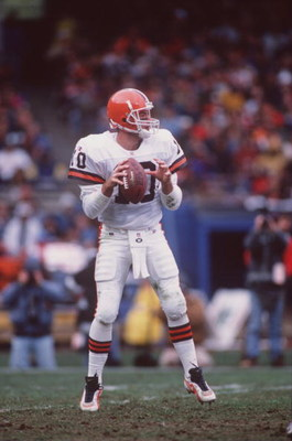 5 Nov 1995:  Quarterback Eric Zeier of the Cleveland Browns sets to throw during the Browns 37-10 loss to the Houston Oilers at Cleveland Stadium in Cleveland, Ohio.   Mandatory Credit: Rick Stewart/ALLSPORT