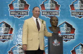 CANTON, OH - AUGUST 3:  Pro Football Hall of Fame inductee Joe DeLamielleure poses with his bust during the 2003 NFL Hall of Fame Induction ceremony on August 3, 2003 in Canton, Ohio.  (Photo by David Maxwell/Getty Images)