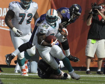 MIAMI, FL - JANUARY 4:  Running back Ricky Williams #34 of the Miami Dolphins rushes upfield against the Baltimore Ravens in an NFL Wildcard Playoff Game at Dolphins Stadium on January 4, 2009 in Miami, Florida.  (Photo by Al Messerschmidt/Getty Images)