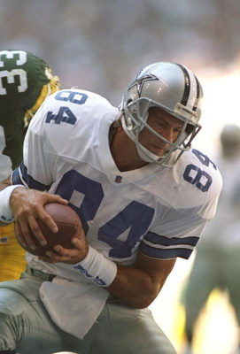 8 OCT 1995:  DALLAS TIGHT END JAY NOVACEK, #84, CATCHES A PASS FROM QUARTERBACK TROY AIKMAN FOR A TOUCHDOWN IN THE FIRST QUARTER OF THE COWBOYS GAME VERSUS THE GREEN BAY PACKERS AT TEXAS STADIUM IN IRVING, TEXAS.  THE COWBOYS WON THE GAME, 34-24. Mandator