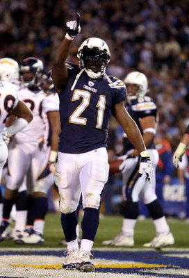 SAN DIEGO - DECEMBER 28:  Runningback LaDainian Tomlinson #21 of the San Diego Chargers celebrates after scoring a 4 yard rushing touchdown against the Denver Broncos during the second quarter of the NFL game at Qualcomm Stadium on December 28, 2008 in Sa