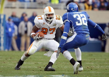 LEXINGTON, KY - NOVEMBER 24: Arian Foster #27 of the Tennessee Volunteers carries the ball against Trevard Lindley #32 of the Kentucky Wildcats at Commonwealth Stadium November 24, 2007 in Lexington, Kentucky. (Photo by Andy Lyons/Getty Images)