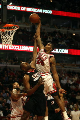 CHICAGO - DECEMBER 02:  Tyrus Thomas #24 of the Chicago Bulls attempts a dunk against Elton Brand #42 of the Philadelphia 76ers at the United Center on December 2, 2008 in Chicago, Illinois.  NOTE TO USER: User expressly acknowledges and agrees that, by d
