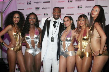WASHINGTON - JANUARY 5:  Gilbert Arenas of the Washington Wizards poses with models during his 25th birthday party celebration hosted by Diddy on January 5, 2007 in Washington, DC.  (Photo by Nancy Ostertag/Getty Images)