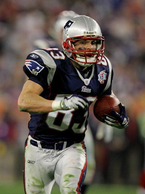 GLENDALE, AZ - FEBRUARY 03:  Wes Welker #83 of the New England Patriots runs the ball in the fourth quarter of Super Bowl XLII against the New York Giants on February 3, 2008 at the University of Phoenix Stadium in Glendale, Arizona.  (Photo by Streeter L