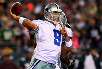 PHILADELPHIA - DECEMBER 28:  Tony Romo #9 of the Dallas Cowboys throws a pass against the Philadelphia Eagles on December 28, 2008 at Lincoln Financial Field in Philadelphia, Pennsylvania.  (Photo by Jim McIsaac/Getty Images)