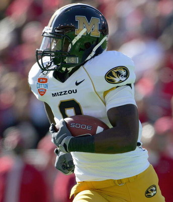 DALLAS - JANUARY 1: Jeremy Maclin #9 of the Missouri Tigers carries the ball during the AT&amp;T Cotton Bowl Classic against the Arkansas Razorbacks on January 1, 2008 at the Cotton Bowl in Dallas, Texas. (Photo by Ronald Martinez/Getty Images) 