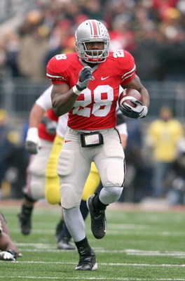 COLUMBUS, OH - NOVEMBER 22: Chris Wells #28 of the Ohio State Buckeyes carries the ball during the Big Ten Conference game against the Michigan Wolverines at Ohio Stadium on November 22, 2008 in Columbus, Ohio.  (Photo by Andy Lyons/Getty Images)