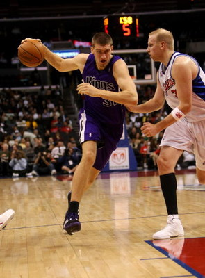LOS ANGELES - NOVEMBER 12: Spencer Hawes #31 of the Sacramento Kings drives around Chris Kaman #35 of the Los Angeles Clippers on November 12, 2008 at Staples Center in Los Angeles, California. The Kings won 103-98.   NOTE TO USER: User expressly acknowle