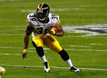 TAMPA, FL - FEBRUARY 01:  Willie Parker #39 of the Pittsburgh Steelers runs the ball against the Arizona Cardinals during Super Bowl XLIII on February 1, 2009 at Raymond James Stadium in Tampa, Florida.  (Photo by Win McNamee/Getty Images)