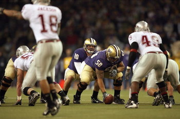 SEATTLE - NOVEMBER 24: Jake Locker #10 of the Washington Huskies at the line of scrimmage during the 100th Apple Cup game against the Washington State Cougars at Husky Stadium on November 24, 2007 in Seattle, Washington. (Photo by Otto Greule Jr/Getty Ima