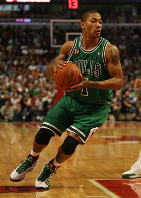 CHICAGO - MARCH 17: Derrick Rose #1 of the Chicago Bulls  drives against the Boston Celtics on March 17, 2009 at the United Center in Chicago, Illinois. The Bulls defeated the Celtics 127-121. NOTE TO USER: User expressly acknowledges and agreees that, by
