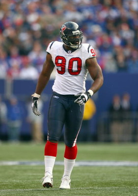 EAST RUTHERFORD,NJ - NOVEMBER 5: Mario Williams #90 of the Houston Texans walks on the field during the game against the New York Giants during their game on November 5, 2006 at Giants Stadium in East Rutherford, New Jersey. (Photo by: Al Bello/Getty Imag