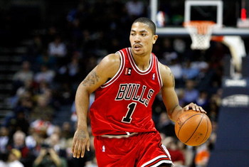 CHARLOTTE, NC - MARCH 03:  Derrick Rose #1 of the Chicago Bulls dribbles the ball against the Charlotte Bobcats during their game at Time Warner Cable Arena on March 3, 2009 in Charlotte, North Carolina. NOTE TO USER: User expressly acknowledges and agree