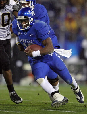 LEXINGTON, KY - NOVEMBER 15:  Randall Cobb #18 of the Kentucky Wildcats runs with the ball during the game against the Vanderbilt Commodores on November 15, 2008 at Commonwealth Stadium in Lexington, Kentucky.  (Photo by Andy Lyons/Getty Images)