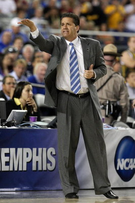 GLENDALE, AZ - MARCH 26:  Head Coach John Calipari of the Memphis Tigers adjusts his team against the Missouri Tigers in the Sweet 16 of the NCAA Division I Men's Basketball Tournament at the University of Phoenix Stadium on March 26, 2009 in Glendale, Ar