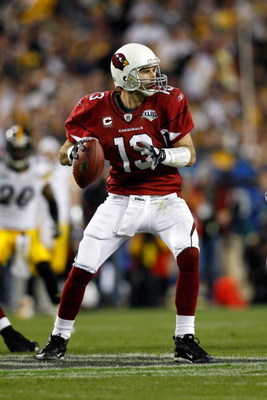TAMPA, FL - FEBRUARY 01:  Quarterback Kurt Warner #13 of the Arizona Cardinals looks to pass against the Pittsburgh Steelers during Super Bowl XLIII on February 1, 2009 at Raymond James Stadium in Tampa, Florida. Steelers won 27-23. (Photo by Chris Grayth