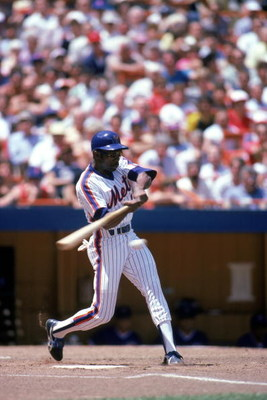 FLUSHING, NY - 1985:  Outfielder Mookie Wilson #1 of the New York Mets swings during a 1985 season game at Shea Stadium in Flushing, New York.  (Photo by Rick Stewart/Getty Images)