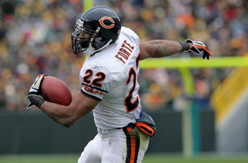 GREEN BAY, WI - NOVEMBER 16:  Running back Matt Forte #22 of the Chicago Bears makes a reception against the Green Bay Packers during NFL action at Lambeau Field on November 16, 2008 in Green Bay, Wisconsin. The Packers defeated the Bears 37-3.  (Photo by