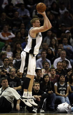 SAN ANTONIO - JANUARY 31:  Matt Bonner #15 of the San Antonio Spurs during play against the New Orleans Hornets on January 31, 2009 at AT&T Center in San Antonio, Texas.  NOTE TO USER: User expressly acknowledges and agrees that, by downloading and/or usi