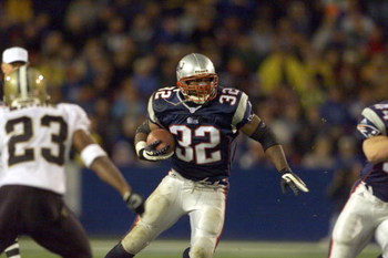 25 Nov 2001 : Antowain Smith #32 of the New England Patriots during the game against the New Orleans Saints  at Foxboro Stadium in Foxboro, Massachusettes . The Patriots defeated the Saints 34-17. DIGITAL IMAGE. Mandatory Credit: Jamie Squire/Allsport