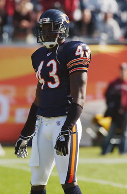 CHICAGO - OCTOBER 17:  Saftey Mike Green #43 of the Chicago Bears stands on the field during the game with the Washington Redskins on October 17, 2004 at Soldier Field in Chicago, Illinois. The Redskins defeated the Bears 13-10. (Photo by Jonathan Daniel/