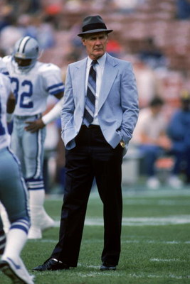 1986:  Head coach Tom Landry of the Dallas Cowboys walks on the field during the 1987 season.  Tom Landry coached the Cowboys from 1960 to 1988, leading them to two Super Bowl victories.  (Photo by Stephen Dunn/Getty Images)