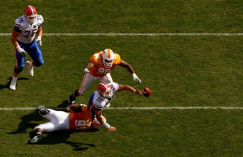 KNOXVILLE, TN - SEPTEMBER 20:  Tim Tebow #15 of the Florida Gators gets rid of the ball before teammates Robert Ayers #91 and Demonte Bolden #98 of the Tennessee Volunteers make a stop during their game at Neyland Stadium on September 20, 2008 in Knoxvill