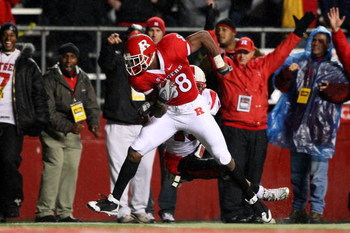 PISCATAWAY, NJ - DECEMBER 04:  Kenny Britt #88 of the Rutgers Scarlet Knights runs in the second touchdown during the second quarter against the Louisville Cardinals at Rutgers Stadium on December 4, 2008 in Piscataway, New Jersey.  (Photo by Jim McIsaac/