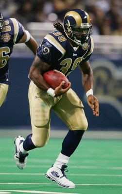 ST. LOUIS - NOVEMBER 14:  Steven Jackson #39 of the St. Louis Rams runs with the ball against the Seattle Seahawks during the game on November 14, 2004 at the Edward Jones Dome in St. Louis, Missouri.  The Rams defeated the Seahawks 23-12.  (Photo by Elsa