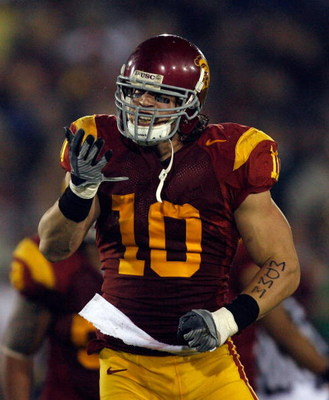 LOS ANGELES, CA - NOVEMBER 29:  Brian Cushing #10 of the USC Trojans celebrates his sack against the Notre Dame Fighting Irish during the game at the Coliseum on November 29, 2008 in Los Angeles, California.  (Photo by Harry How/Getty Images)