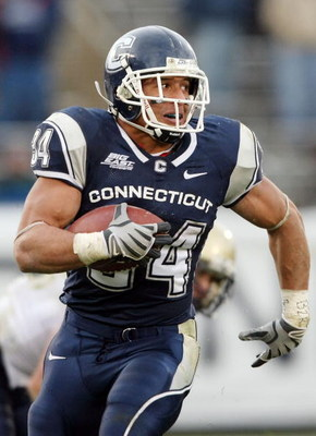 EAST HARTFORD, CT - DECEMBER 06:  Donald Brown #34 of the Connecticut Huskies carries the ball in the second half against the Pittsburgh Panthers on December 6, 2008 at Rentschler Field in East Hartford, Connecticut. The Panthers defeated the Huskies 34-1