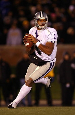COLUMBIA, MO - NOVEMBER 08:  Quarterback Josh Freeman #1 of the Kansas State Wildcats in action during the game against the Missouri Tigers on November 8, 2008 at Memorial Stadium in Columbia, Missouri.  (Photo by Jamie Squire/Getty Images)