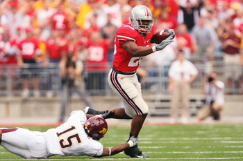 COLUMBUS, OH - SEPTEMBER 27:  Running back Chris Wells #28 of the  Ohio State Buckeyes eludes the grasp of Traye Simmons #15 of the Minnesota Golden Gophers on September 27, 2008 at Ohio Stadium in Columbus, Ohio.  Wells made his return to the lineup afte