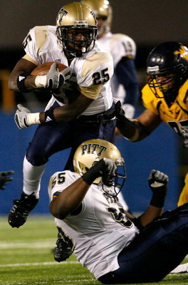 MORGANTOWN, WV - DECEMBER 1:  Running back LeSean McCoy #25 of the Pittsburgh Panthers rushes upfield against the West Virginia Mountaineers during the second half at Milan Puskar Stadium December 1, 2007 in Morgantown, West Virginia.  Pittsburgh defeated