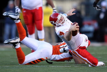 CINCINNATI - DECEMBER 28: Tyler Thigpen #4 of the Kansas City Chiefs runs with the ball while defended by Dhani Jones #57 of the Cincinnati Bengals during the NFL game on December 28, 2008 at Paul Brown Stadium in Cincinnati, Ohio. (Photo by Andy Lyons/Ge