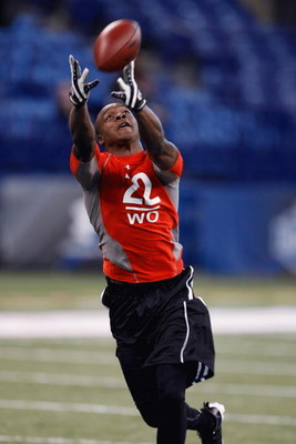 INDIANAPOLIS, IN - FEBRUARY 22:  Wide receiver Jeremy Maclin of Missouri catches the football during the NFL Scouting Combine presented by Under Armour at Lucas Oil Stadium on February 22, 2009 in Indianapolis, Indiana. (Photo by Scott Boehm/Getty Images)