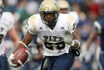 EAST HARTFORD, CT - DECEMBER 06:  LeSean McCoy #25 of the Pittsburgh Panthers carries the ball in the second half against the Connecticut Huskies on December 6, 2008 at Rentschler Field in East Hartford, Connecticut. The Panthers defeated the Huskies 34-1