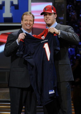 NEW YORK - APRIL 25:  NFL Commissioner Roger Goodell poses with with Houston Texans #15 draft pick Brian Cushing at Radio City Music Hall for the 2009 NFL Draft on April 25, 2009 in New York City  (Photo by Jeff Zelevansky/Getty Images)